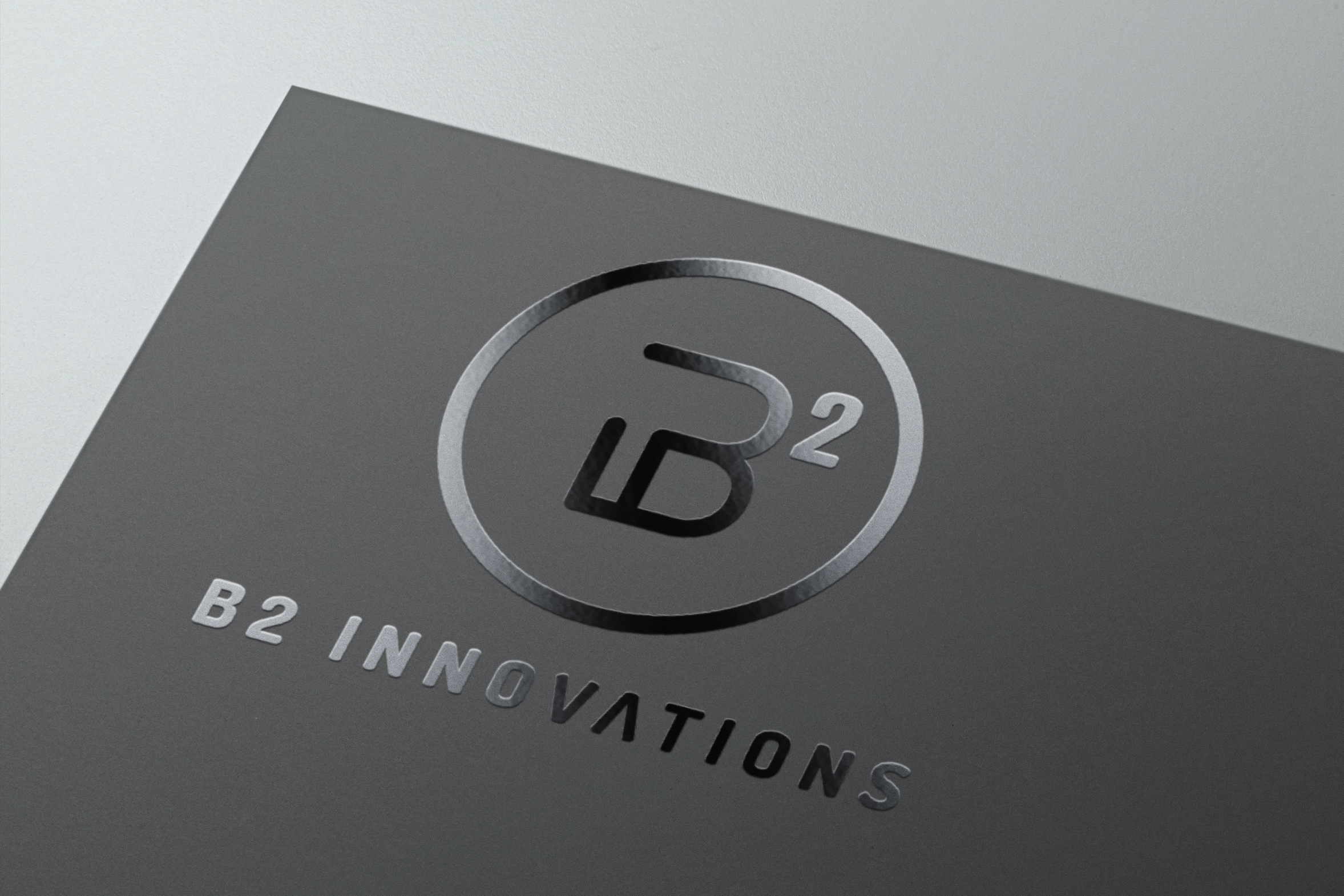 Logo vertical pour B2 Innovations